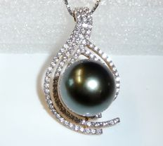 Pendant 14 kt / 585 gold with 13.7 mm Tahitian pearl + natural white zircons – like new