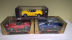 Bburago et Maisto - scale 1/18 - Lot of 3 American sports cars from the 1990s: 2 x Dodge Viper : RT/10 1992 et GTS Coupe 1996 and 1 Ford Mustang Mach III de 1994