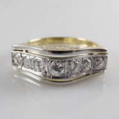 Antique 18 kt gold men's ring with 0.80 ct diamond