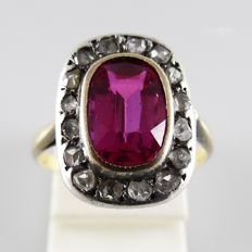 18 kt gold antique ring with 2.20 ct pink sapphire and 0.25 ct rose cut diamonds in silver - ring size 16.5 mm (52)