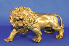 Statuette; bronze gold-plated lion