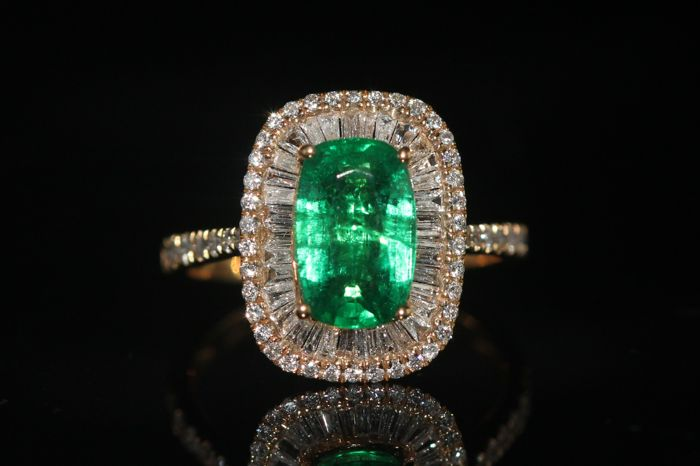 18 kt gold certified cocktail ring set with 2.17 ct natural emerald and 0.61 ct diamonds - size 53.