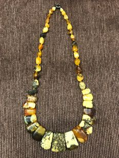 Natural Baltic Amber necklace of 38 g.