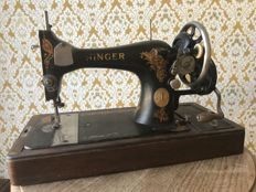 Singer manual sewing machine with a wooden case