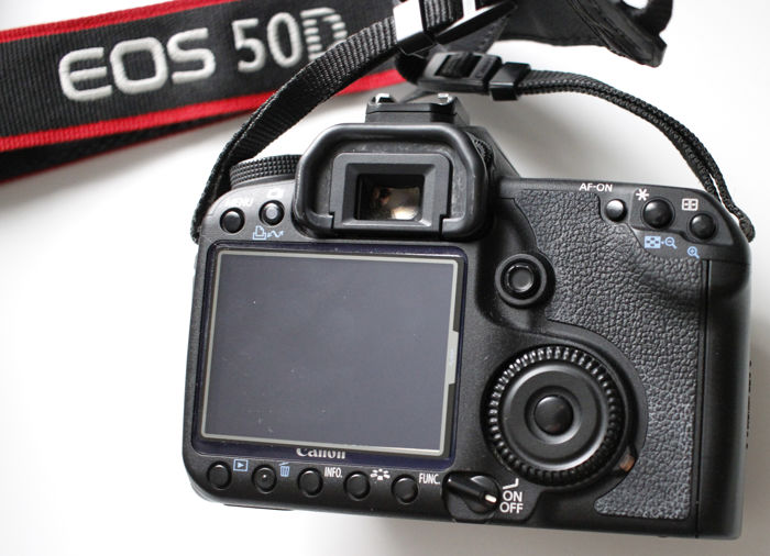 Canon EOS 50D body + battery grip + battery charger + 4