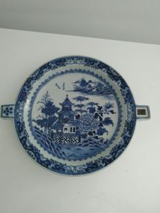 Rare porcelain fondu in blue and white with landscape decoration - China - 18th century.