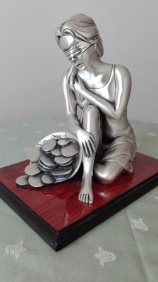 """Romar"" Blindfolded goddess - Silver plated on a wooden base."
