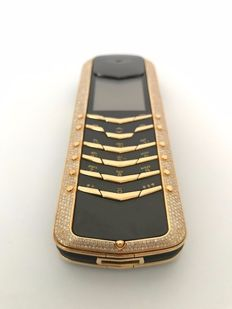 Vertu Signature Diamonds - Ultra luxury 18 k yellow gold phone, covered in 4.2 carats of diamonds