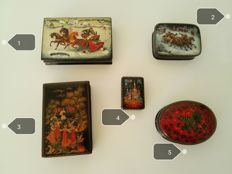 Russian lacquer miniatures by Fedoskino, Palech, Cholui - 4 large and 1 small coffers, 2nd half 20th century.