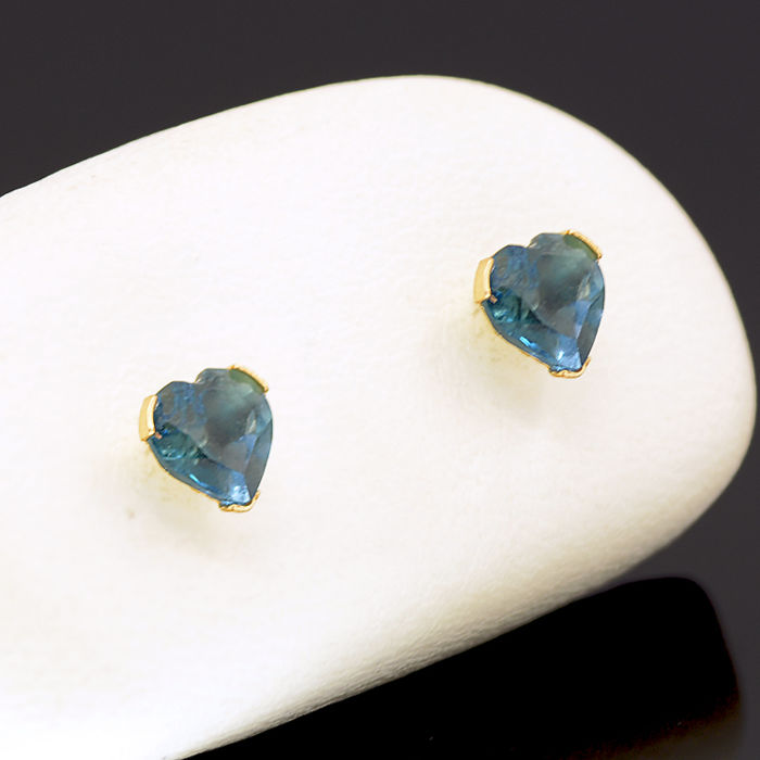 14k/575 yellow gold earrings with two heart-shaped London blue topazes - Total gemstones weight  1.30 ct.