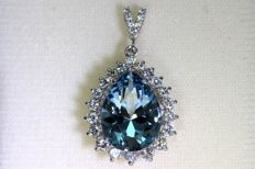 18 Karat White gold pendant with Aquamarine of 7.42 ct and 0.98 ct of diamonds
