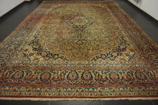Wonderfully beautiful antique fine Persian palace carpet Kashan, excellent cork wool made in Iran 325X455 cm