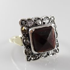 14 kt gold antique ring with silver crown with garnet and rose diamonds - 4.2 grams - ring size 18.25 (57)