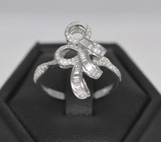 18k White Gold 0.45ct Diamond Cluster Ring, 3.6grms. O , 16 , 56
