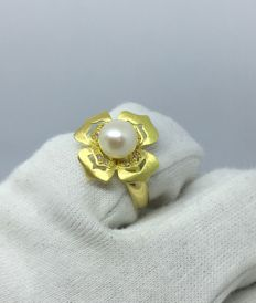 8 mm South Sea Pearl 18kt Yellow Gold Flower Ring and 0.16ct Diamonds Womens -size 8