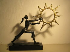 "Helen Parkinson - signed sculpture on marble base - ""Follow the Sun""- 20 x 23 cm and 940 grams"