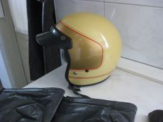 Old leather motorcycle jacket - Helmet, leather gloves and leather hand warmers - Size XL