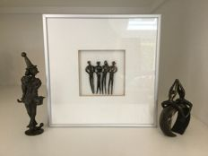 Corry Ammerlaan van Niekerk - Two bronzed sculpture and one frame with bronzed figures