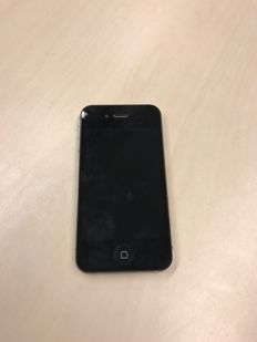 Apple iPhone 4 - 16GB - Black - Simfree (accept any card/any provider)
