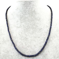 Sapphire necklace with 18 kt (750/1000) gold clasp, length 50cm