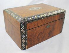 Victorian amboyna and Mother of Pearl Inlaid sewing box - England - late 19th century