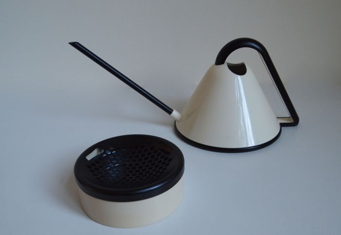 Guzzini + Studio Erre - Design watering pot and Rexite Ashtray 700