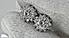1.66 ct vs2 round diamond earrings 18 kt white gold