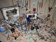 Large collection over 200 items of jewelry and other collectibles.  All mixed metals and age. Also seen Sterling silver earrings 925, handmade jade bracelet and neclaces. Excellent condition. No reserve price!