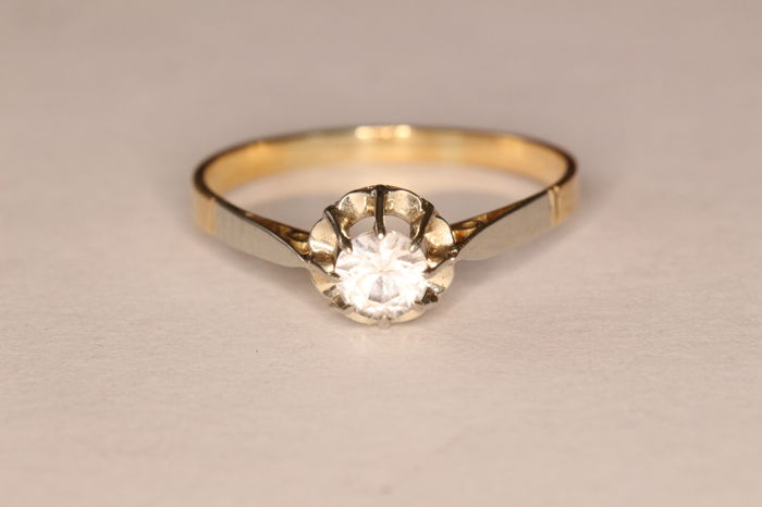 18 kt yellow and white gold ring, Art Deco, set with a synthetic