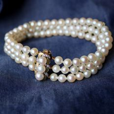 3-row bracelet with genuine Japanese sea/salt water very round Akoya pearls (99pcs.) of excellent quality with a silver lustre. Gold clasp with small old cut diamonds H/VS.