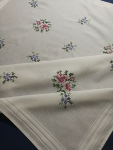 Cross stitch vintage centerpiece tablecloth Italy - 1970s