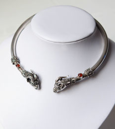 Collector's necklace made of silver with Aries heads and carnelians