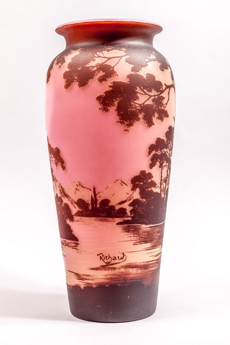 Loetz Richard Cameo Glass Vase With Etched Decoration Of Mountain