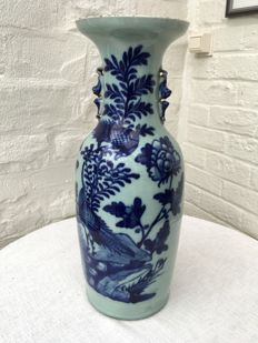 Beautiful vase with floral patterns - China - Early 20th century