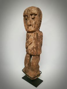 Wooden ancestor figure - Timor - Indonesia