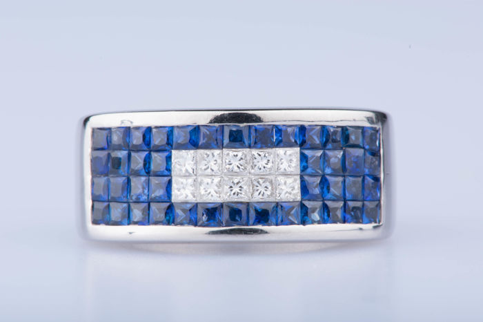 Ring in 18 kt white gold 10 baguette diamonds and 42 baguette sapphires