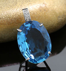 Blue topaz brilliant pendant 9.48 carat in total, 750 white gold - pendant dimensions: approx. 20 x 12 x 7.5 mm ---no reserve price---