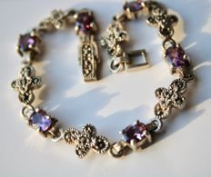 ca. 1950/70 Beautiful solid Sterling silver bracelet with 6 oval faceted Amethysts 17.7Ct. and marquisites.