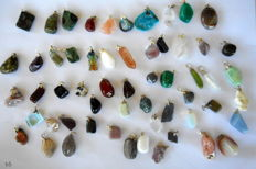 Large lot of semi-precious and mineral pendants - 12 to 27 mm - 179 g - 55 pieces