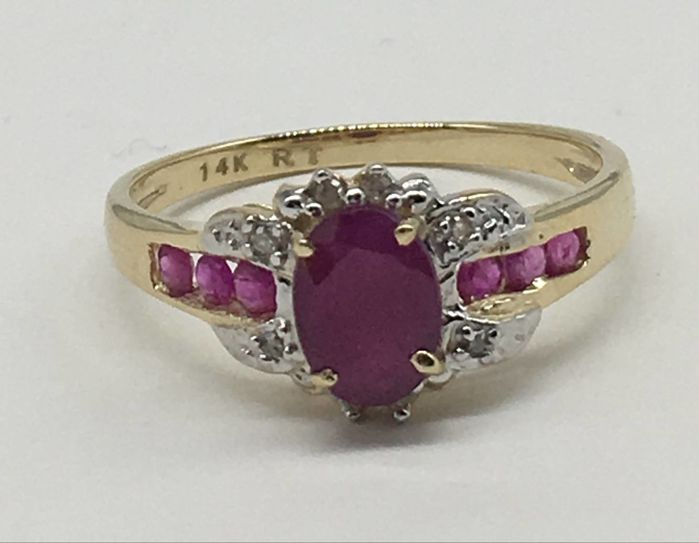 14kt Gold Ring Ruby and diamonds ct 0,03 - size 7 US - Ring Size: US 7