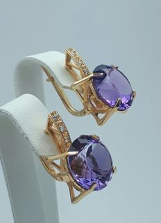 14 Ct Red Gold Ring With A Large Size  Amethyst & Diamonds 0.12 Ct, Length2.5 cm