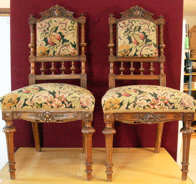 Two antique walnut chairs, Germany, ca. 1880 - Two Antique Walnut Chairs, Germany, Ca. 1880 - Catawiki