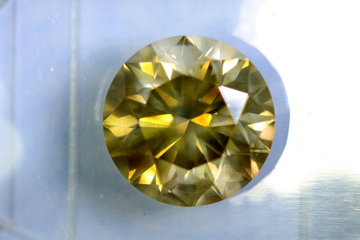 Fancy INTENSE Greenish Yellow - 2.77 ct - SI1