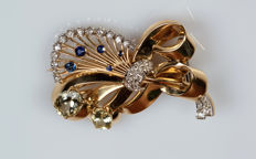 18 kt yellow gold brooch with aquamarines, sapphires and 1.10 ct of diamonds