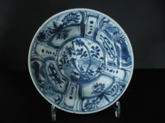 "Kraak ware ""Klapmuts"" (folded edge) bowl - China - Early 17th century."