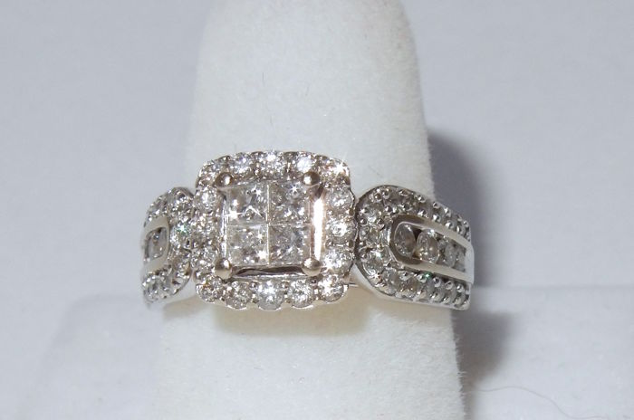Splendid white gold ring with a clusters of diamonds totalling 1.03 ct - signed Soffia
