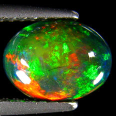 Fine black Opal with Rainbow flash  - 8.9 x 6.8 x 3.9 mm - 1.14 ct