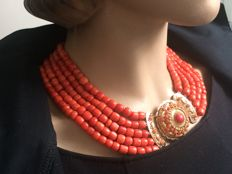 ** Rare Beautiful ** Valuable. 100% genuine precious coral 5 strands  Ca.: 1880 – Beautiful and large pristine gold clasp    Beautiful warm colour.  207 grams