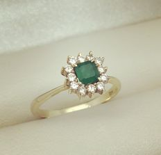 18 kt yellow gold ring with emerald with diamond surround, approx. 0.50 ct in total  Size 17 MM FR 53/54