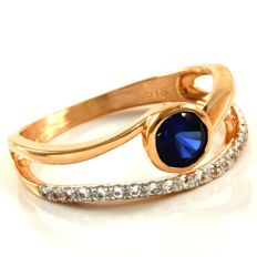 14 kt Rose Gold 0.75 ct Synthetic Blue Sapphire, 0.20 ct White Sapphire Ring  Size: 7